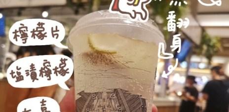 。台中 三井Outlet。品品雞蛋仔&茶吧(Pin Pin Cha Bar):漂亮又好喝的茶飲+雞蛋仔,經過總是忍不住來一杯^^