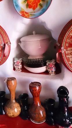 Adornos en una casa de Harar: jarros de cerámica y cantimplora de calabaza (kuloe). Foto: eaTropía