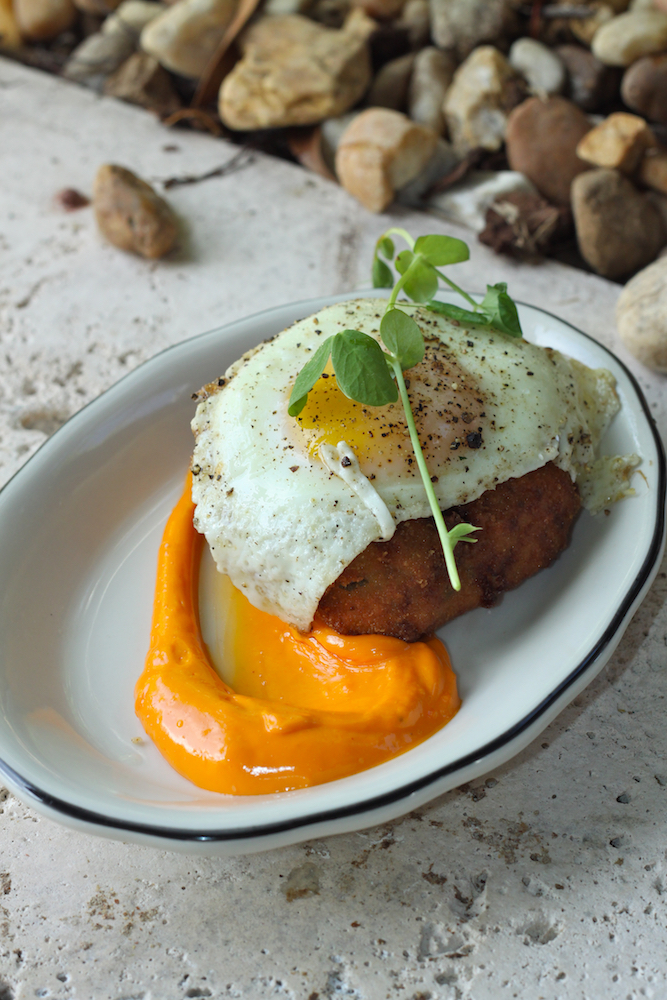 Crispy rice cake with farm egg and spicy tomato aioli