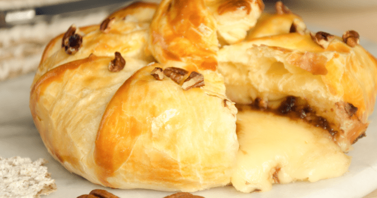 BAKED BRIE WITH HONEY AND PECANS