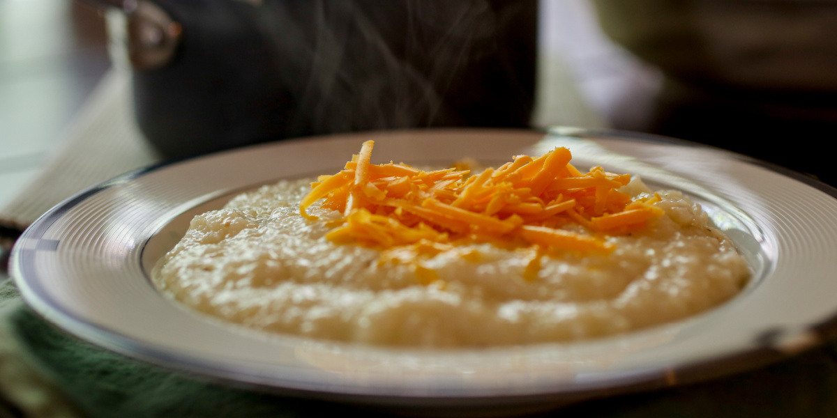 DECADENT SOUTHERN-STYLE CHEESE GRITS