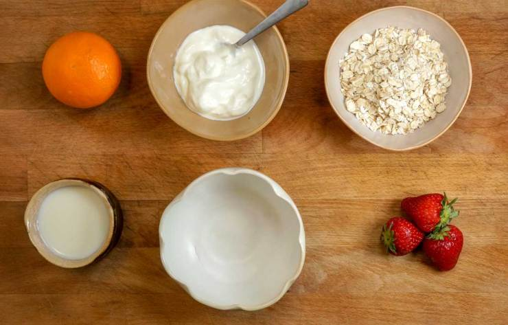Breakfast Oats with Fruit and Yogurt Ingredients