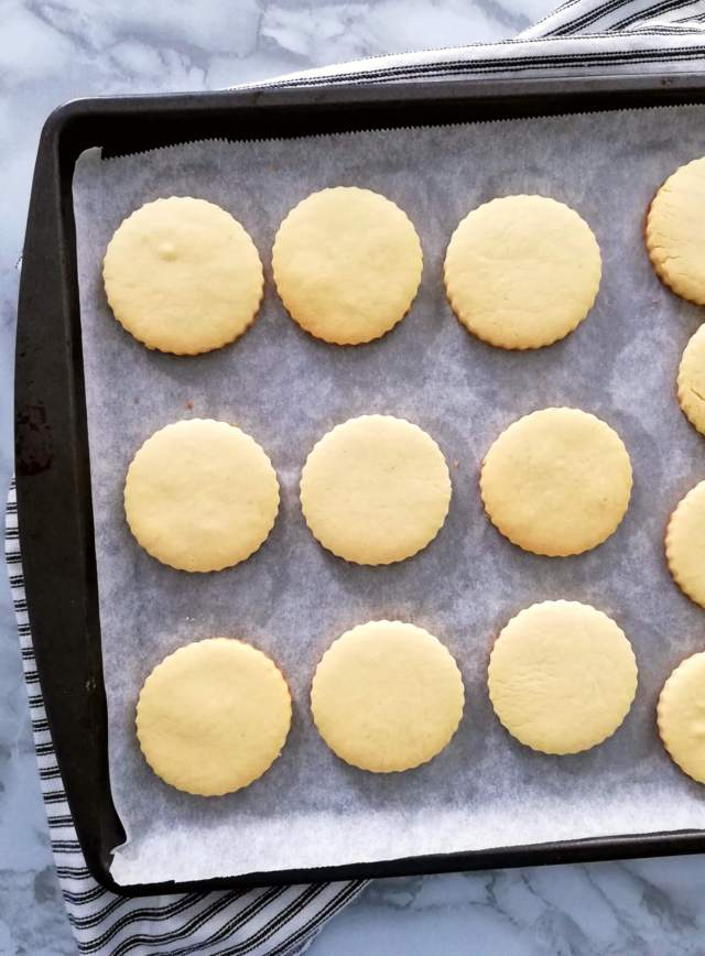 apricot jam filled sandwich cookies baked cookies without center hole