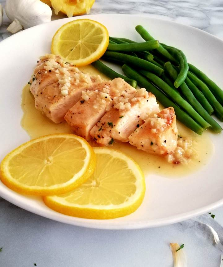 chicken with white wine sauce plated with green beans