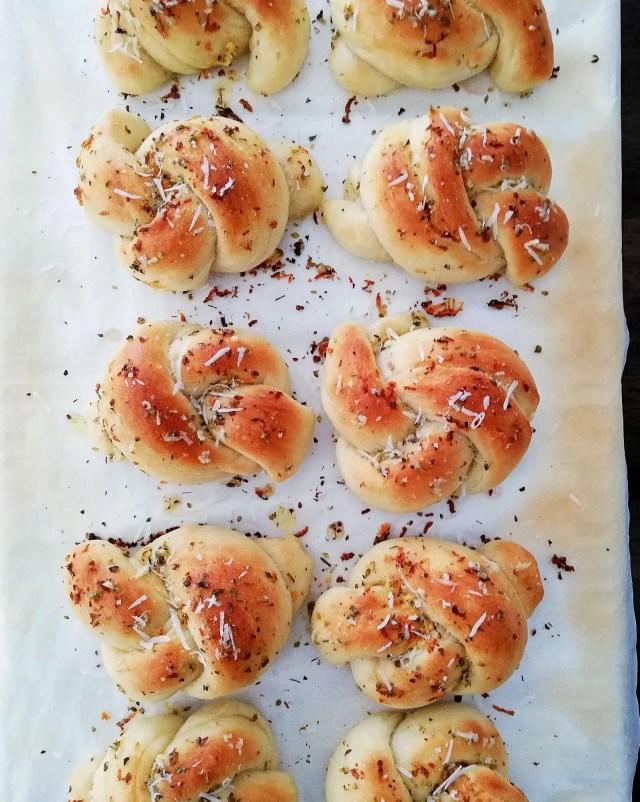 garlic knots baked