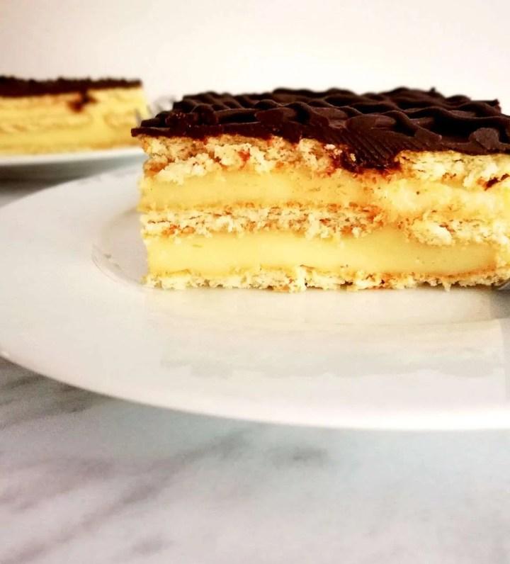 vanilla no bake biscuit cake slice side view