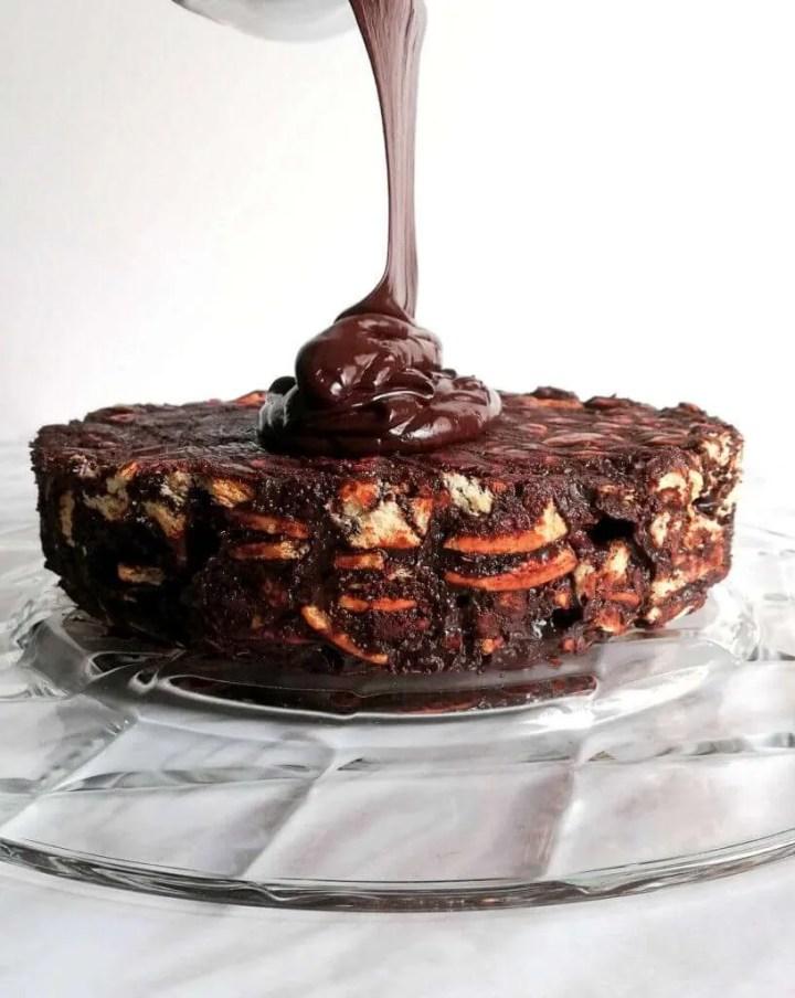 chocolate-lazy-cake-pouring-chocolate-ganache