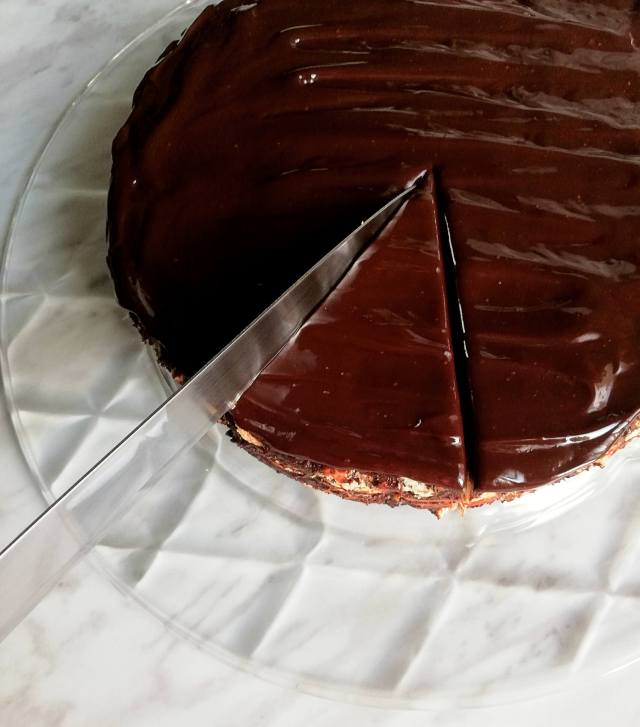 chocolate lazy cake slicing