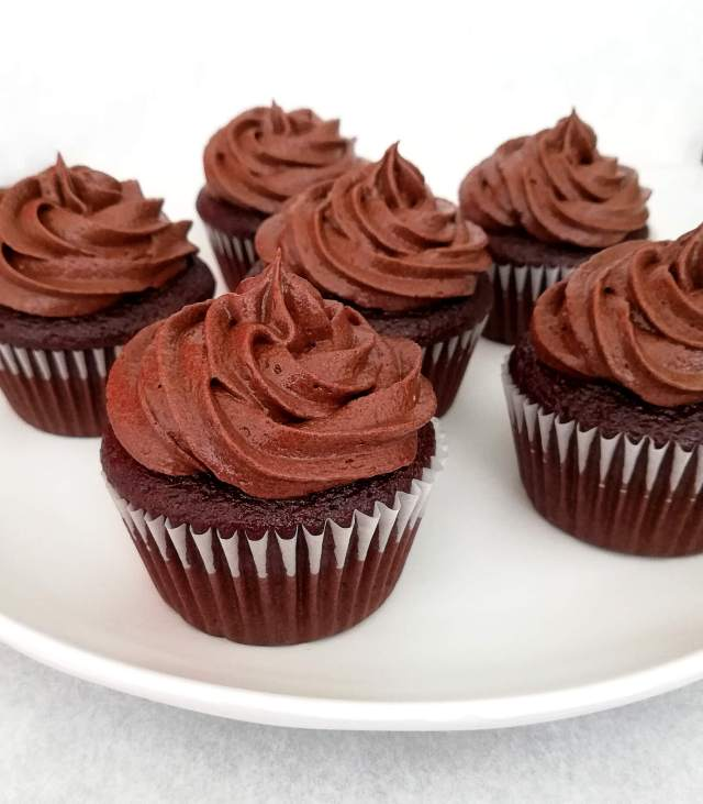frosted chocolate cupcakes side view