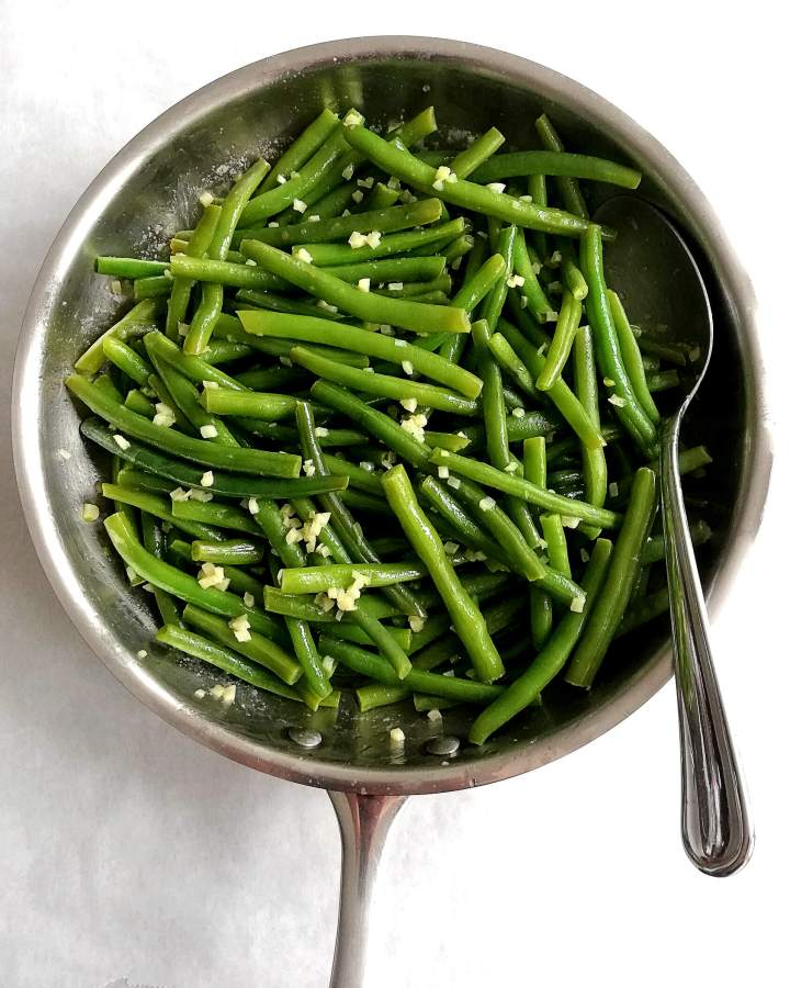 garlic green beans in skillet