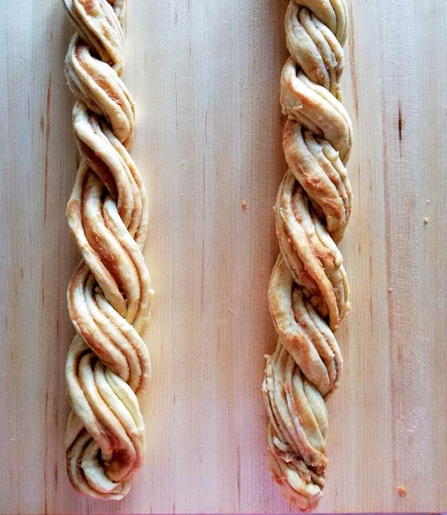 cinnamon swirl wreath bread shaped ropes