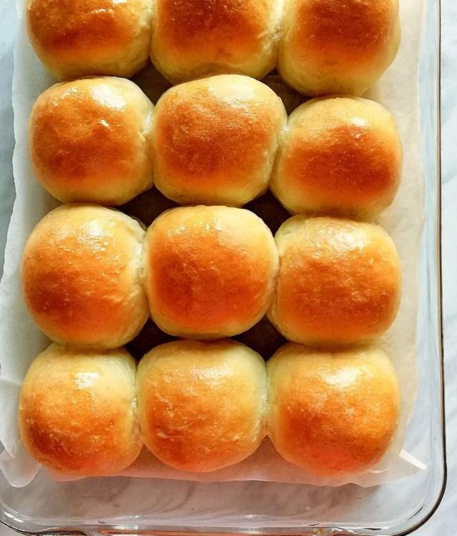 dinner rolls in baking pan overhead