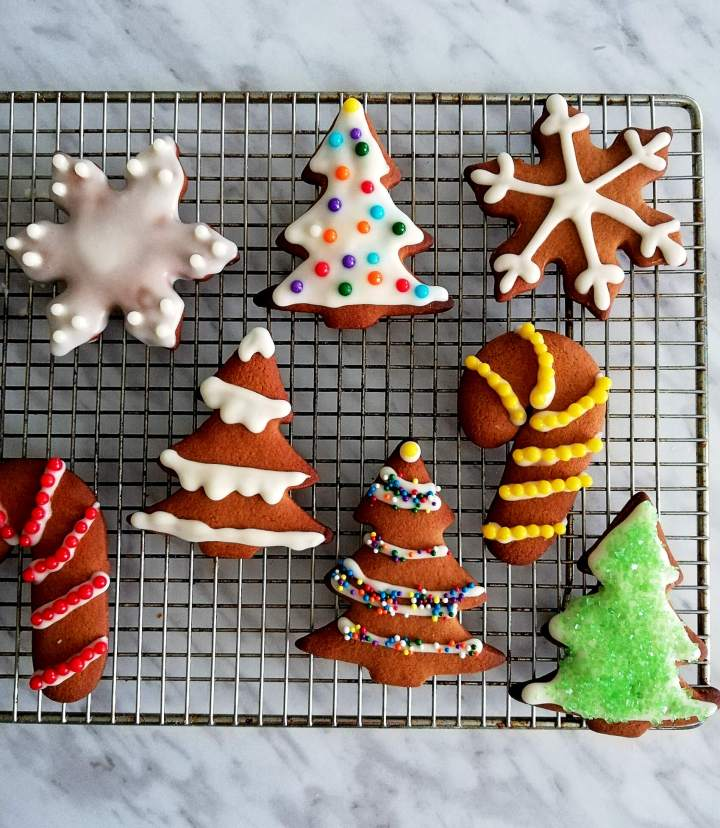 gingerbread cookies decorated close up (1)