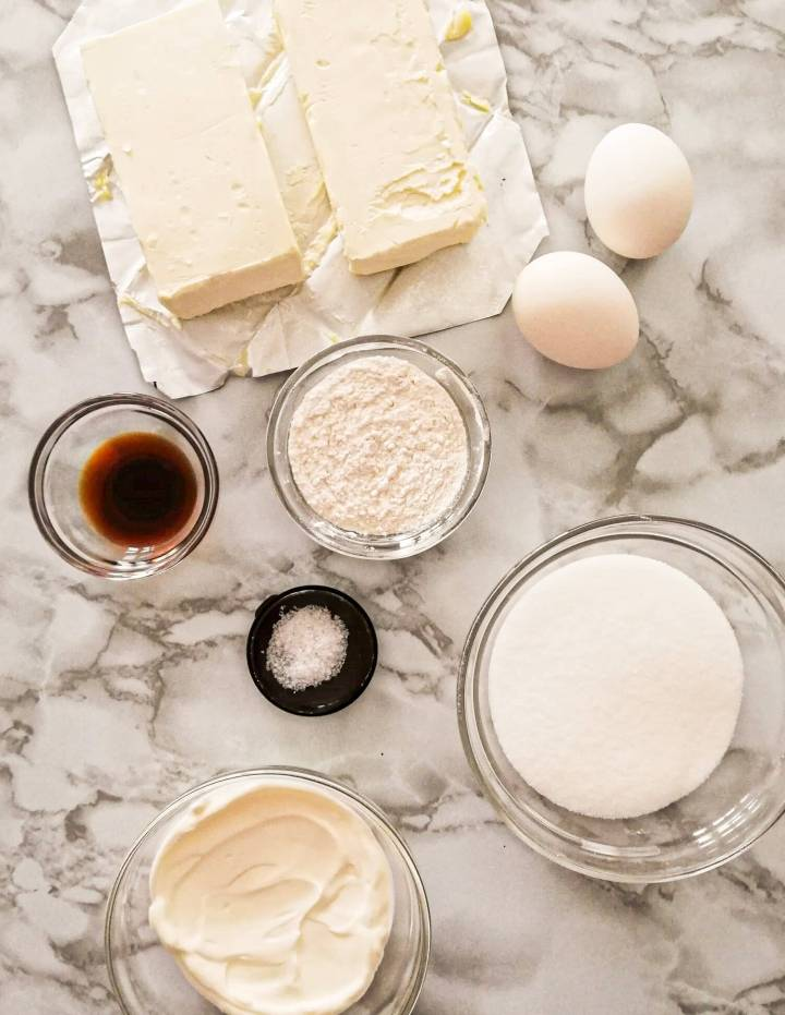 mini cheesecakes cheese filling ingredients in bowls