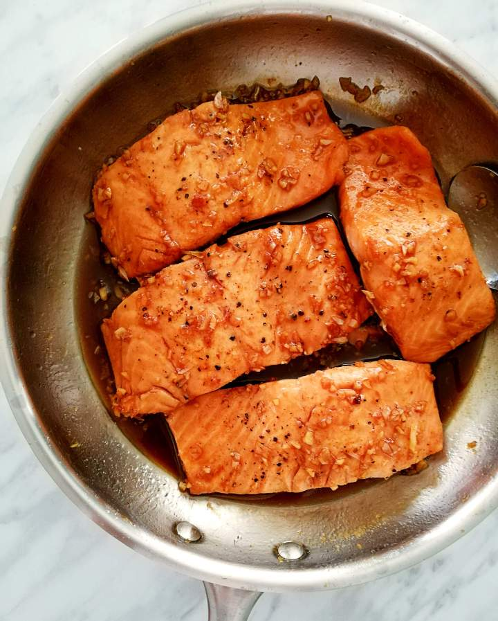 honey garlic salmon salmon added to sauce
