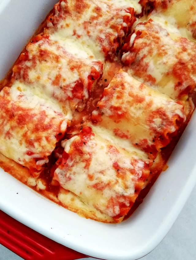 lasagna rolls baked close up