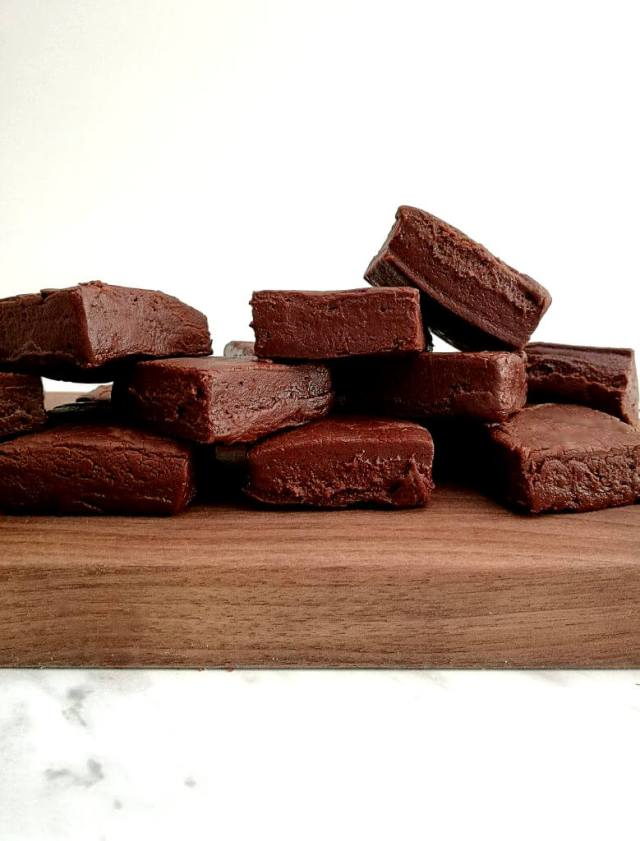 2-ingredient-chocolate-fudge-stacked-on-cutting-board-779x1024 (1)
