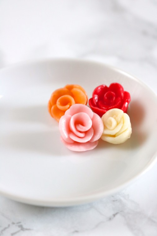 Starburst roses | Learn how to make roses out of Starburst candies. Use these Starburst roses as a replacement for buttercream roses on cakes and cupcakes. | eatsomethingdelicious.cocm