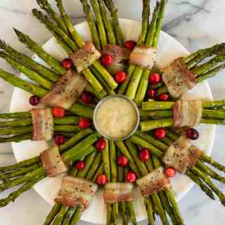 Holiday Bacon Wrapped Asparagus Wreath