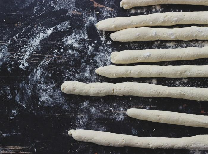 gnocchi-rolling
