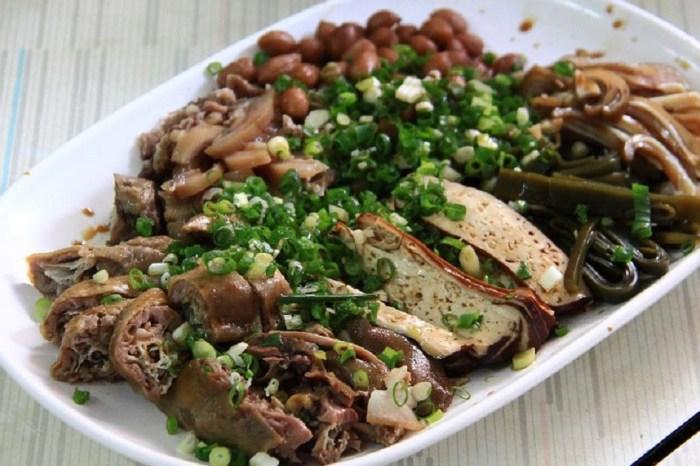 啞巴麵店|在安平小巷弄中,肉臊帶點沙茶香,滷菜切的用心,乾麵附清湯,清湯好喝順口。