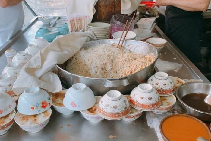 米糕碗粿米粉 嘉義銅板美食,碗粿、米粉、米糕……等,銅板價就可以讓你飽足一餐了。