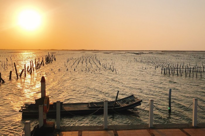 七股觀海樓 七股潟湖的中心,一望無際的鹽田,觀夕陽景觀最美的地方!