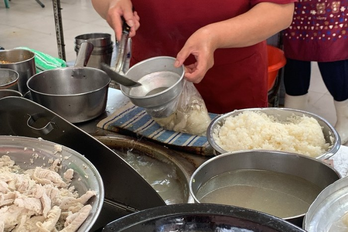 無名鹹粥|台南菜市場美食,在地人推薦超平價早午餐 !