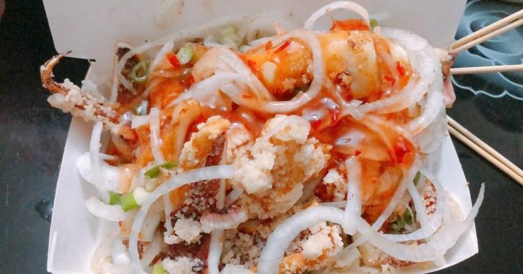 鮮美轟炸魷魚 一隻轟炸魷魚就讓您悠遊世界,泰式酸辣、蜂蜜芥末、美乃滋、台式風味,加蔥、加蒜、加洋蔥,通通不用多加錢的炸魷魚!