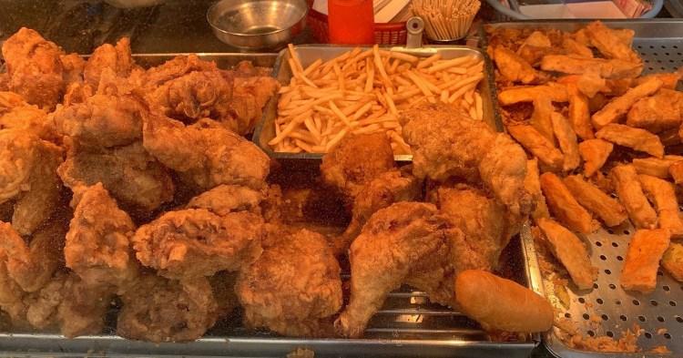 吃巧炸雞| 永康自強黃昏市場,銅板炸雞美食!