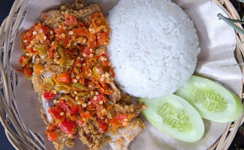 Indonesian Food 12 MustEat Street Food Dishes in Java