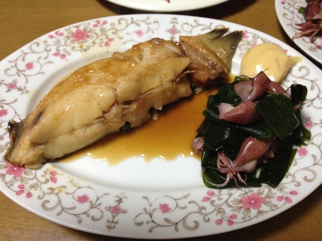 Aka Garei(アカガレイ)/Flathead Flounder(Left) Hotarui Ika(ホタルイカ)/Firefly Squid & Wakame seaweed(Right)