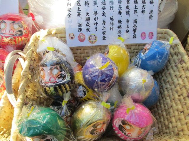 Daruma in various colors