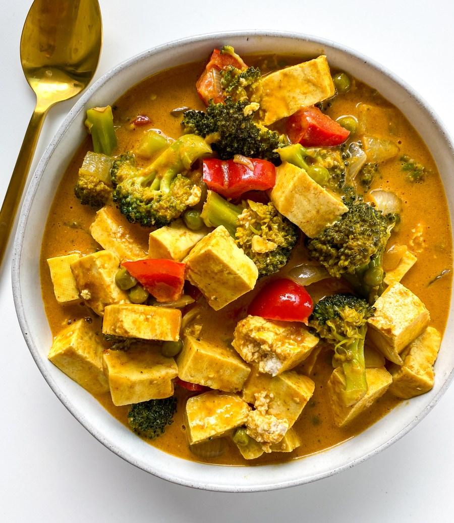 Vegan Creamy Red Peanut Curry