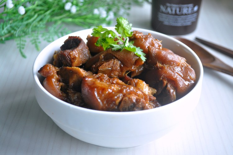 thai-styled-stewed-pork-leg_1