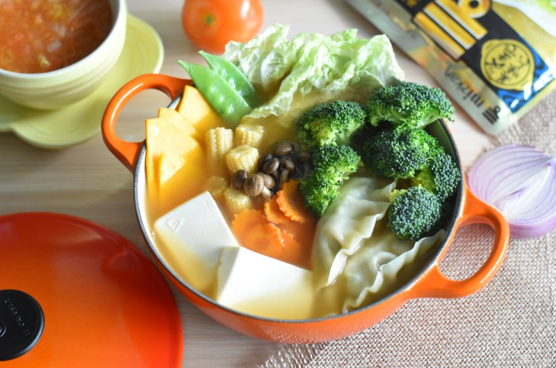 Healthy Chinese Tomato Chicken Soup and Vegetables Hotpot with Mizkan Yose Nabe Soup Base 中式番茄鸡汤火锅