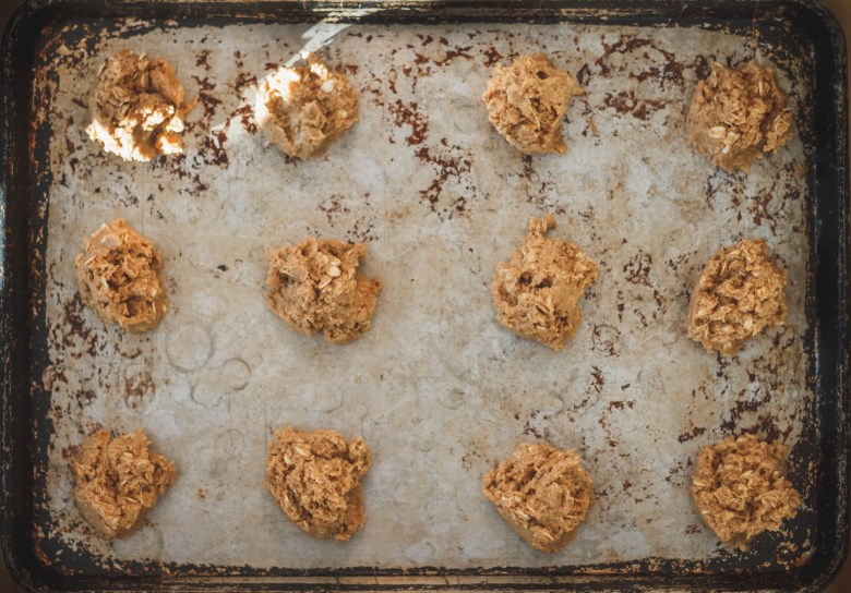 Baking sheet with cookie dough.
