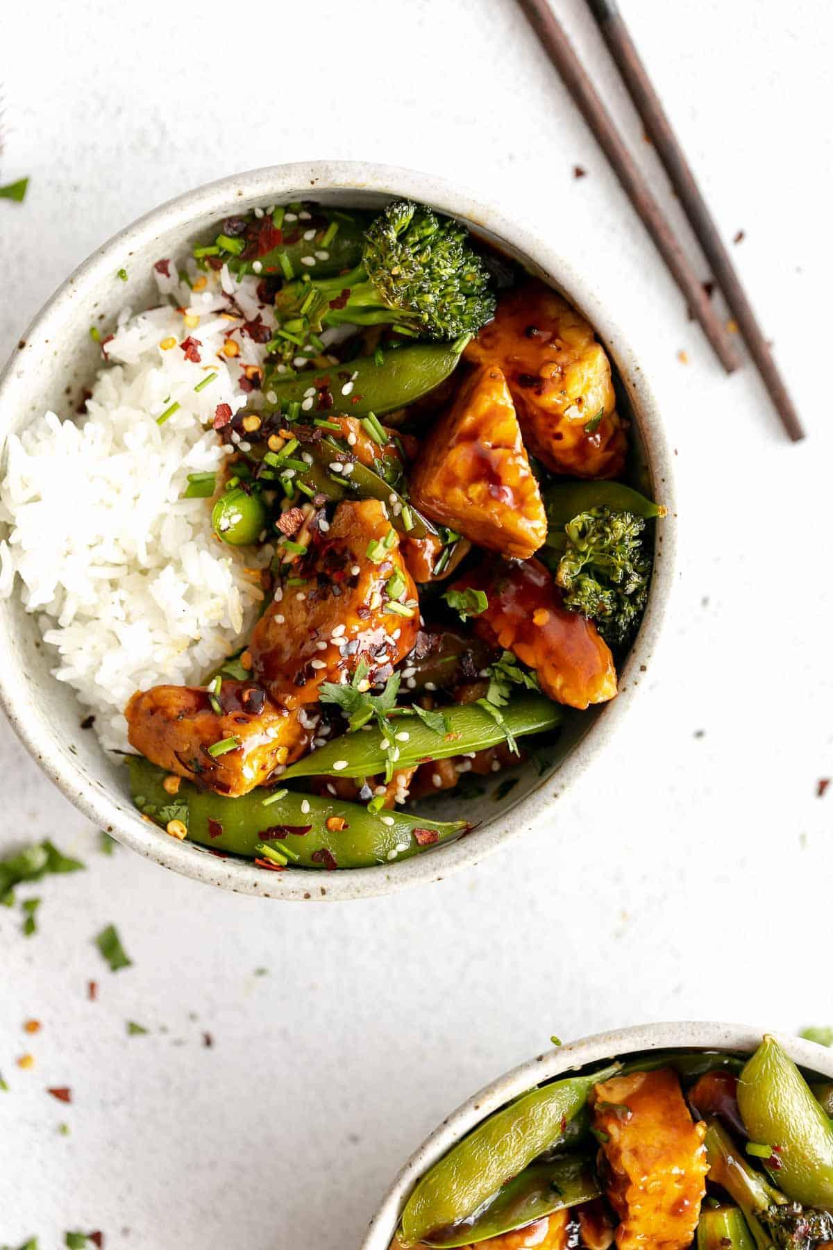 teriyaki tempeh with broccoli, snap peas and white rice