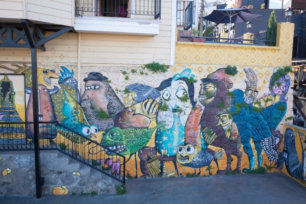 Virtual tour of street art in Valparaiso, Chile | www.eatworktravel.com