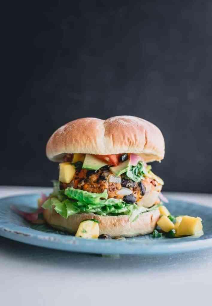 Mexican chicken burger recipe. Chicken burgers with pineapple. chicken burgers with pineapple. best Mexican chicken burger