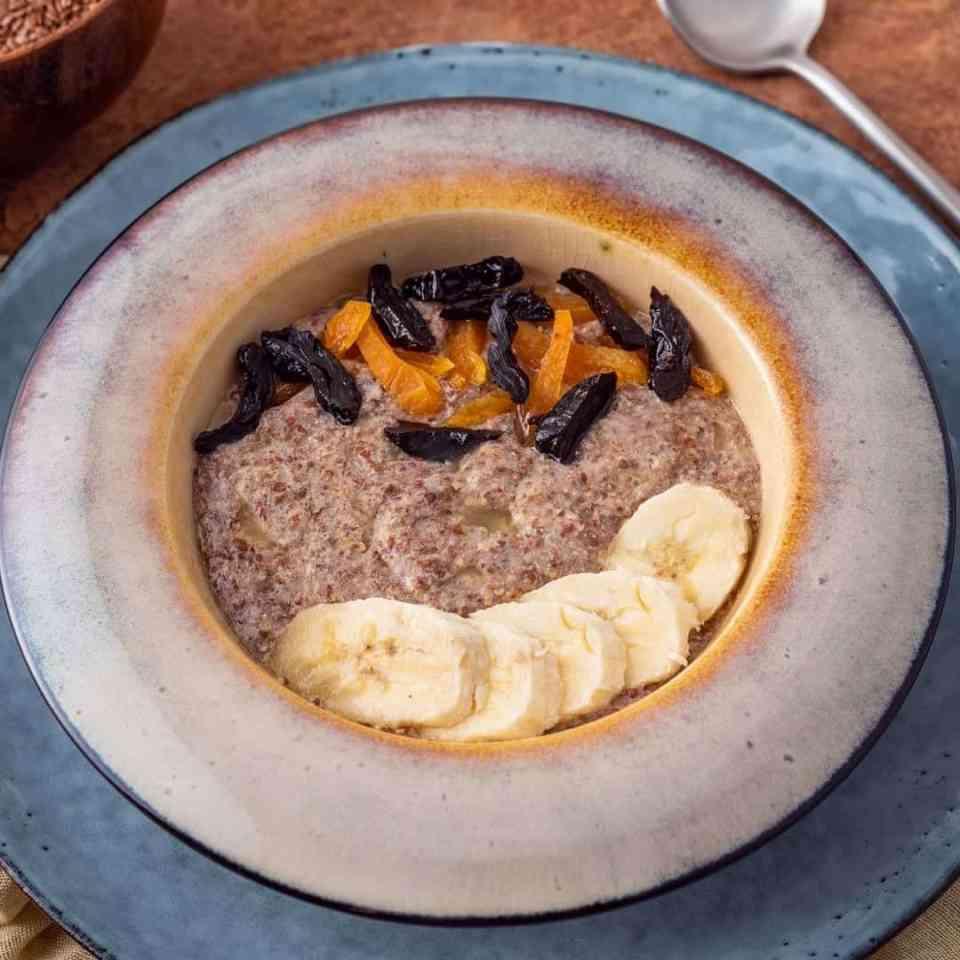 Hot healthy vanilla breakfast porridge.  Vegan porridge. Hot breakfast cereal.