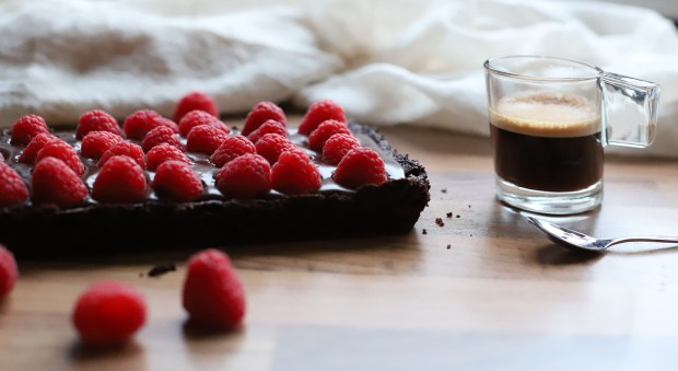 chocolate rasberry tart @eatyourselfgreek