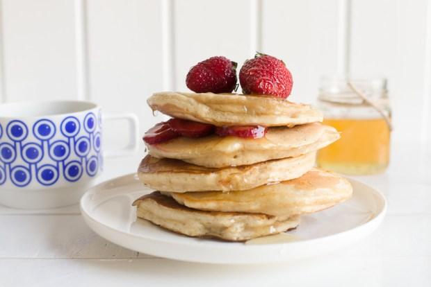 Greek yoghurt pancakes @eatyourselfgreek