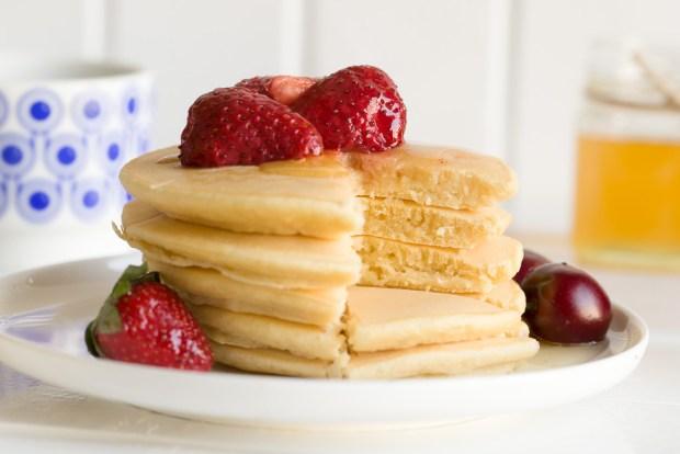 Classic American pancakes @eatyourselfgreek
