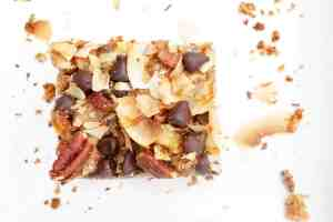 Magic Bars Recipe - The perfect goey chocolate and caramelly bar that's actually healthy! Gluten free, dairy free and refined sugar free! yes please