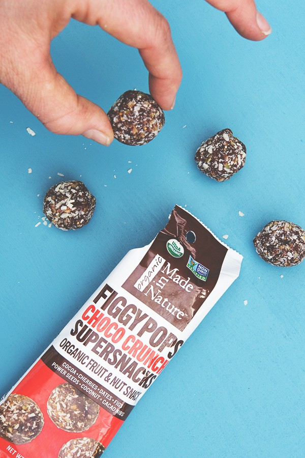 Made in Nature Figgy Pops - energy ball full of real ingredients like Date, Apricot, cocoa and pepitas