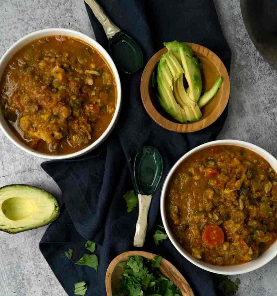 Pumpkin chili with toppings