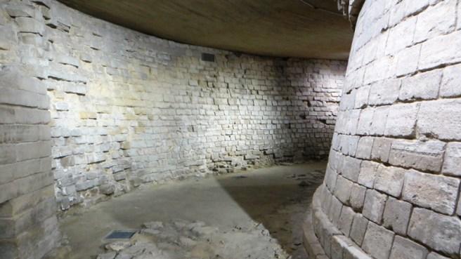 tour-de-la-forteresse-du-louvre