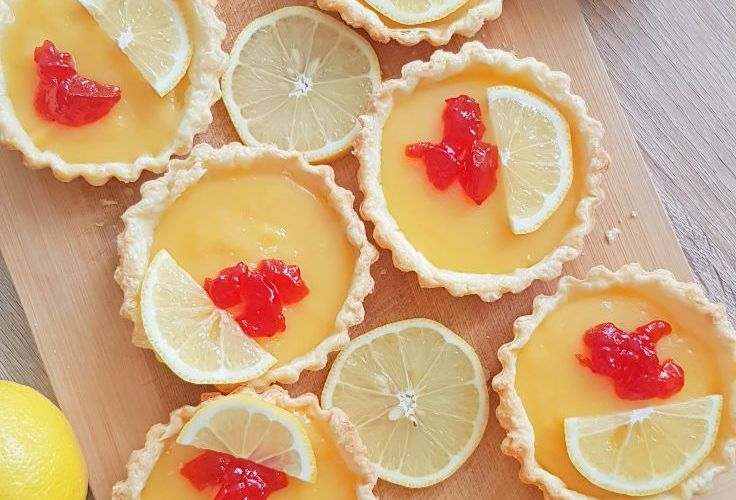 Mini lemon tarts in puff pastry