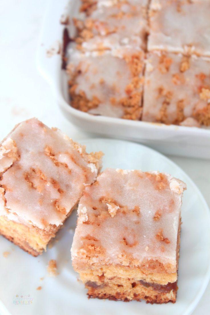 Apple cake with cinnamon crumble